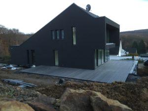 Haus mit WPC-Terrasse
