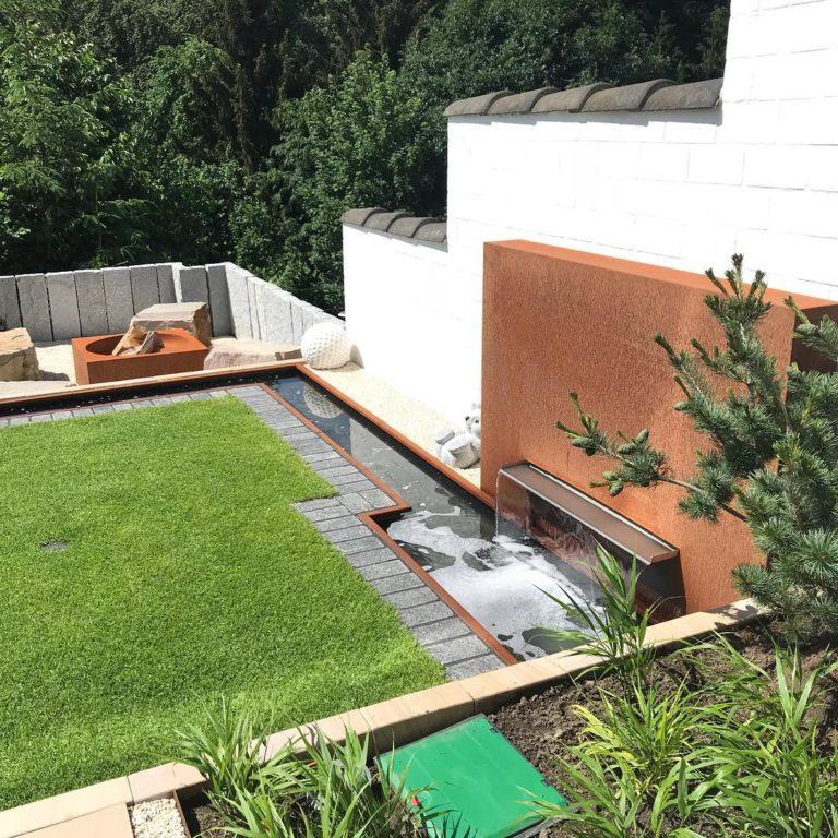 Sanierter Garten mit Wasser-Element